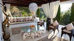 Ibiza Style veranda ingericht als gezellige huiskamer