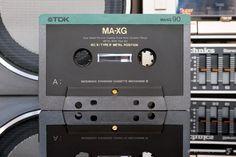 Самая невероятная кассета, которую когда-либо сделал человек | iamhear | Яндекс Дзен Casette Tapes, Technology Wallpaper, High End Audio, Sound & Vision, Hifi Audio, Audiophile, Cool Gadgets, Vintage Ads, Engineering