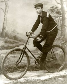 men_vintage_bicycle_museum_8