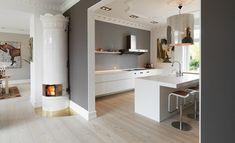 Douglas wood - bedroom flooring and wall - Decoist Kitchen Interior, Kitchen Decor, Kitchen Design, Wood Bedroom, Bedroom Flooring, Grey Painted Walls, Gray And White Kitchen, Style Rustique, Kitchen Flooring