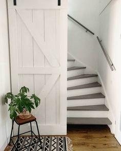 """Wonen By Rebel op Instagram: """"Nog steeds zo blij met de make-over van mijn trap! 😊💚 . We hebben er een opbergruimte bij door voor de trap een barndoor te plaatsen!…"""" Entrance Hall, Laundry Room, Sweet Home, Stairs, House, Future, Instagram, Design, Home Decor"""