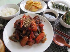 Braised Beef short rib in spicy soy sauce. 추석잘 지내고 계시지요 맛난것들도 많이 드셨구요. 저희집은 매운 갈비찜과 생선전 으로 추석 만찬^^