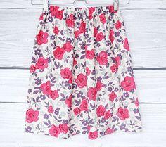 Florale Jupe, fleurs imprimees, tissu liberty betsy en coton claire, gris, violet, rouge : Jupe par atelier-mademoiselle-k