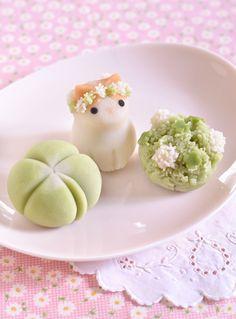 Cosplay - Our Life - 00414 Japanese Sweets, Japanese Wagashi, Japanese Food Art, Japanese Dishes, Food Kawaii, Kawaii Dessert, Rainbow Food, Cute Desserts, Cafe Food