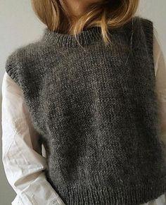 Knit Vest Pattern, Sweater Knitting Patterns, Skandinavian Fashion, Look Fashion, Fashion Outfits, Looks Street Style, Looks Vintage, Crochet Clothes, Autumn Winter Fashion