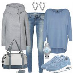 Schönes Winteroutfit aus grauem Mantel, blauem Pulli und blauen Sneakern... #fashion #fashionista #mode #handtasche #frauenmode #damenmode #outfit #frauenoutfit