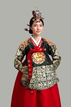 Dangui : A Royal Court Dress. Dangui for the Queen Mother, Queen Consort and Crown Princess Sewed a 'Hyungbae (Mandarin Square)', Concubines and Court Ladies Couldn't Wear a Dangui with Hyungbae. Today, Korean Brides Prefer Dangui for Engagement or Wedding Ceremony. http://symyungga.com/