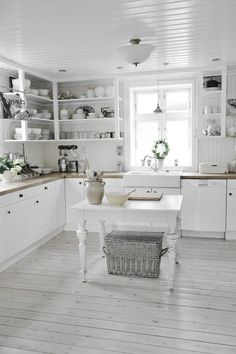farm kitchen. Oh my... but I would hate cleaning it