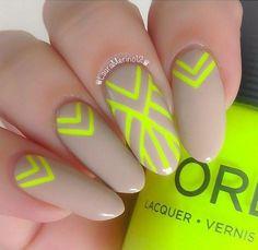 combinacion de uñas tonos neon con color nude