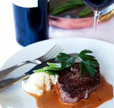 Det är ingen slump att man använder gräddsås till vilt. Det är för att köttet är så magert. Och det här med sherry, portvin och madeira: det tillför Crockpot, Steak, Madeira, Healthy Slow Cooker, Crock Pot, Steaks