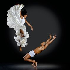 pelea de gallos? Richard Calmes / Dance Magic