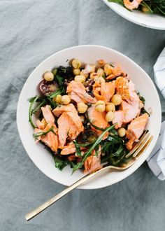 Currently craving this yummy salmon and chickpea salad.