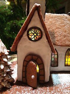 Piparkakkukirkko, piparitalon ikkunat Gingerbread church, gingerbread house windows