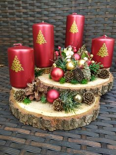 Christmas Door, Christmas Crafts, Merry Christmas, Christmas Ornaments, Candle Arrangements, Christmas Flower Arrangements, Diy Weihnachten, Xmas Decorations, Diy And Crafts