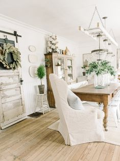 44 Inspiring Country Theme Dining Room Design With Farmhouse Table Farmhouse Dining Room Country design Dining Farmhouse Inspiring Room Table Theme Shabby Chic Farmhouse, Shabby Chic Kitchen, Shabby Chic Homes, Farmhouse Table, Shabby Chic Decor, Farmhouse Decor, French Farmhouse, Modern Farmhouse, Farmhouse Front