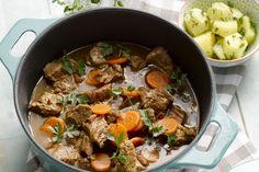 stoofpot - rundvlees, gerookte spek, ... - Verwarm de oven voor op 180 °C.