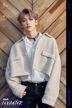 Photo album containing 18 pictures of Stray Kids Felix Stray Kids, Lee Know Stray Kids, Got7, Moda Kpop, Rapper, K Drama, Korean Boy, Korean Idols, Kids Wallpaper
