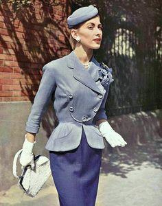 Pierre Balmain Outfit, This is possibly the best blazer ever. Moda Retro, Moda Vintage, Vintage Mode, Pierre Balmain, 1950s Style, Vintage Outfits, Vintage Dresses, Vintage Glamour, Retro Mode