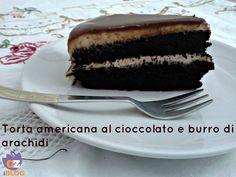 La base di questa torta è una classica chocolate cake americana,infatti l'unità di misura è il cup,che ormai si trova in tutti i negozi che vendono oggetti per la cucina. Se,però,non l'avete,metto anche la conversione in grammi. Nonostante fossi scettica sulla bontà di questo dolce,mi ha sorpresa perchè è buonissima!! Chi ama il cioccolato non può perderla. http://blog.giallozafferano.it/lacucinadimilena/torta-al-cioccolato-e-burro-di-arachidi/