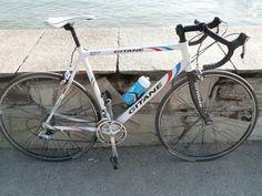 Location Vélo de route Gitane Annecy-le-Vieux (74940) Vélo de route cadre aluminium fourche carbon.Taille 55 ( entre 1 métre 75 et 85 )groupe shimano tiagraPedale look keo changable avec pédale classique si besoin est.