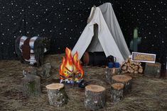 🌟Tante S!fr@ loves this📌🌟Ideas for decorating Campfire Stories Camp Out Vbs, Camping Dramatic Play, Campfire Stories, Vbs Themes, Indoor Camping, Tent Set Up, Kids Church, Church Camp, Vbs Crafts