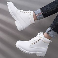 40 Shoes Style Ideas in Spring This Year That You Can Try http://outfitmax.com/index.php/2019/02/12/40-shoes-style-ideas-in-spring-this-year-that-you-can-try/ Lace Up Ankle Boots, Black Ankle Boots Outfit, Flat Boots Outfit, Winter Boots Outfits, Winter Fashion Boots, Outfit Winter, Snow Boots, Women's Boots, Calf Boots