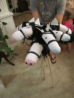 DIY How to make a no-sew stick horse #Cowboy #Birthday #PartyFavors