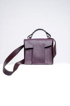 Linda Sieto's Shift Collection of Handbags Disregards Traditional Structures and Symmetries - Design Milk