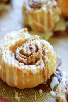 "Puff Pastry Cinnamon Rolls "" Puff Pastry Cinnamon Rolls is a simple and quick recipe! Made with pre-made puff pastry then topped with a sweet, vanilla icing! SO good, you will forget all about Starbucks Cinnamon Rolls Puff Pastry Desserts, Köstliche Desserts, Delicious Desserts, Dessert Recipes, Puff Pastries, Choux Pastry, Sweet Puff Pastry Recipes, Shortcrust Pastry, Sweet Roll Recipe"