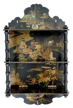 Porta bibelos em madeira chinesa, fundo preto com rica policromia alusiva a atividades da nobreza, c