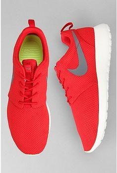 Nike Roshe Run Sneaker: