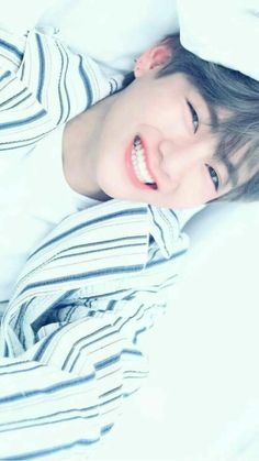Park Jungkook who is the younger brother of famous model Park Jimin. Life is same for jungkook until he meet jimin's friend Kim Taehyung Who is a pianist. Bts Taehyung, Namjoon, Bts Bangtan Boy, Jhope, Bts Jungkook, Taehyung Smile, Yoongi, Daegu, Foto Bts