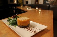 Parmentier de canard confit, purée de pommes de terre douces aux oignons caramélisés et romarin, réduction de Porto, salade verte. | Recettes de Cuisine | Ateliers & Saveurs