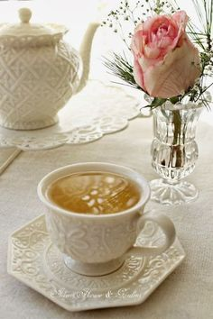 Ana Rosa. Flowers and spiced tea! Two sweet aromas in your room......      Aline♥