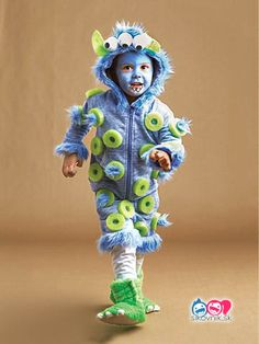 51 Kid Halloween costumes that are easy to make These costumes are faster than the lineup at the party store and easier than one of those fancy pumpkin-carving stencils. Easy Homemade Halloween Costumes, Pumpkin Halloween Costume, Toddler Halloween Costumes, Easy Halloween, Diy Costumes, Halloween 2020, Kids Monster Costume, Carnaval Kids, Kids Costumes Boys