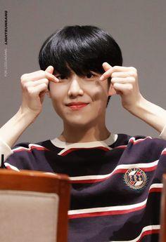 """달긍 on Twitter: """"190907 상암 팬싸 하트 ❤️❤️ #엑스원 #X1 #이은상 #LEEEUNSANG #은상… """" Isla Jeju, Please Love Me, My Goal In Life, Little Brothers, Innocent Man, Fandom, First Love, My Love, Kpop"""