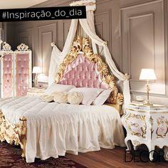 Luxuoso, este dormitório evidencia o estilo clássico e os tons de rosa e branco. A cabeceira em capitonê está em perfeita harmonia com o biombo, inspirando aconchego ao ambiente. Já os pequenos detalhes em dourado conferem elegância romântica ao mobiliário.