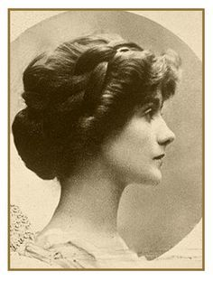 """One of the most admired and influential women in the world is undeniably Gabrielle """"Coco"""" Chanel. Gabrielle Bonheur Chanel was born on August 1883 in Saumur, France to an unwed mother who worked as a laundry woman. Gabrielle's father. Look Vintage, Vintage Beauty, Vintage Ladies, Vintage Fashion, Photos Vintage, French Fashion, Vintage Updo, Coco Chanel Pictures, Estilo Coco Chanel"""