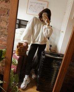 VISIT FOR MORE Style Tip: Team your leggings with a wintery white sweater and accessorize with ribbed socks and chunky sneakers. You'll be cozy — indoors or outdoors — all day long. Long Socks Outfit, Cute Outfits With Leggings, How To Wear Leggings, Cute Leggings, Cheap Leggings, Winter Leggings, Pullover Shirt, Winter Sneakers, Chunky Sneakers