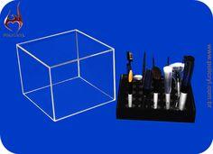 Suporte para pincéis em acrílico cristal e preto.  Support for brushes in crystal and black acrylic.
