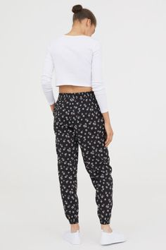 Trousers in a patterned viscose weave with an elasticated drawstring waist in a relaxed fit. Side pockets, a slightly lower crotch, tapered legs and elastic Harem Pants, Pajama Pants, Trousers, H&m Online, Drawstring Waist, Parachute Pants, Fashion Online, Kids Fashion, Sweatpants