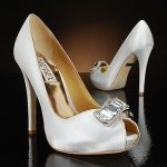 pretty wedding shoes :) cute, nice for she actual brideee(: