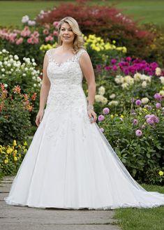 32 Beste Afbeeldingen Van Curvy Brides In 2019 Bruidsmode