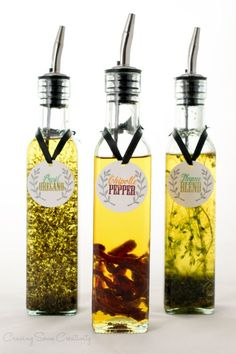 Spice Infused oil makes a gourmet DIY gift for a hostess Christmas or anytime. Using dried herbs like Chipotle Pepper Basil Oregano Thyme and Garlic to make amazing dipping oil for bread or to toss roasted veggies and meat in. Flavored Olive Oil, Flavored Oils, Infused Oils, Basil Infused Olive Oil Recipe, Lemon Olive Oil, Garlic Olive Oil, Homemade Spices, Homemade Seasonings, Homemade Food Gifts