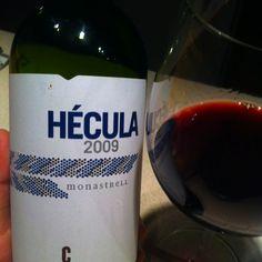 Hecula / Bodegas Castano. Fantastyczne tempranillo (ta firma w ogóle robi dobre wina)- świetnie smakuje samopas. W dobrej cenie: ok. 40 PLN u Mielżyńskiego.