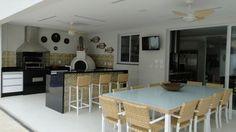 A estação do calor chegou. Selecionamos 40 churraqueiras projetadas por profissionais de CasaPRO para curtir o verão.