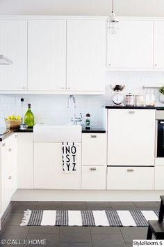 kodikas,keittiö,keittiön pikkutavarat,keittiön kaapit,keittiön sisustus,matto,minun keittiöni