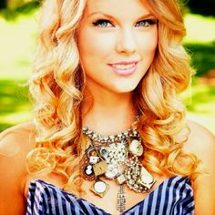 Taylor Swift  I love her curls!