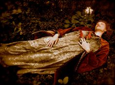 photo remake of Ophelia by John Everett Millais - Shakespeare - The OPHELIA Vintage Pre-RAPHAELITE Costume