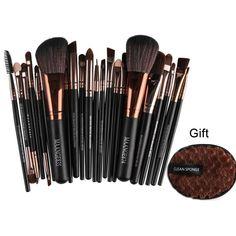Beauty Care, Beauty Skin, It Cosmetics Brushes, Cosmetic Brushes, Eyeliner, Eyeshadow, Makeup Brush Set, Smell Good, Professional Makeup